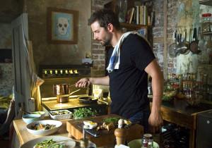 01-bradley-cooper-burnt-kitchen-in-movie