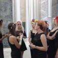 Ad animare il red carpet veneziano sette belle ragazze ucraine che si agitano e urlano invitando i presenti alla prima fuori concorso del documentario Ukraina ne bordel. Molti, compreso il […]