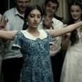 Nello stesso giorno in cui Gianfranco Rosi trionfava a Venezia col suo documentario Sacro Gra, al Milano Film Festival veniva presentato lo strabiliante documentario della regista iraniana Mitra Farahani Fifi […]