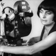 """È la curiosità il tratto principale del carattere e della poetica di Agnès Varda. Una cineasta cui sono state assegnate molte etichette, """"nonna della nouvelle vague"""" è solo la più […]"""
