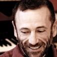 A meno di un mese dall'avvio della 71° edizione della Mostra d'Arte Cinematografica incontriamo il pianista e compositore Vittorio Cosma, autore della colonna sonora di tre film presenti alla manifestazione […]