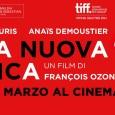 Soltanto François Ozon poteva cominciare un film come una fiaba macabra, cioè arrangiando un matrimonio al posto di un funerale con tanto di sposa cadavere, feretro bianco inumato tra rose […]