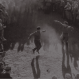 In questi giorni nelle sezioni collaterali si sono visti due film italiani che parlano di guerra, entrambi utilizzando quasi esclusivamente l'archivio. Non potrebbero però essere film più diversi. Parliamo di […]
